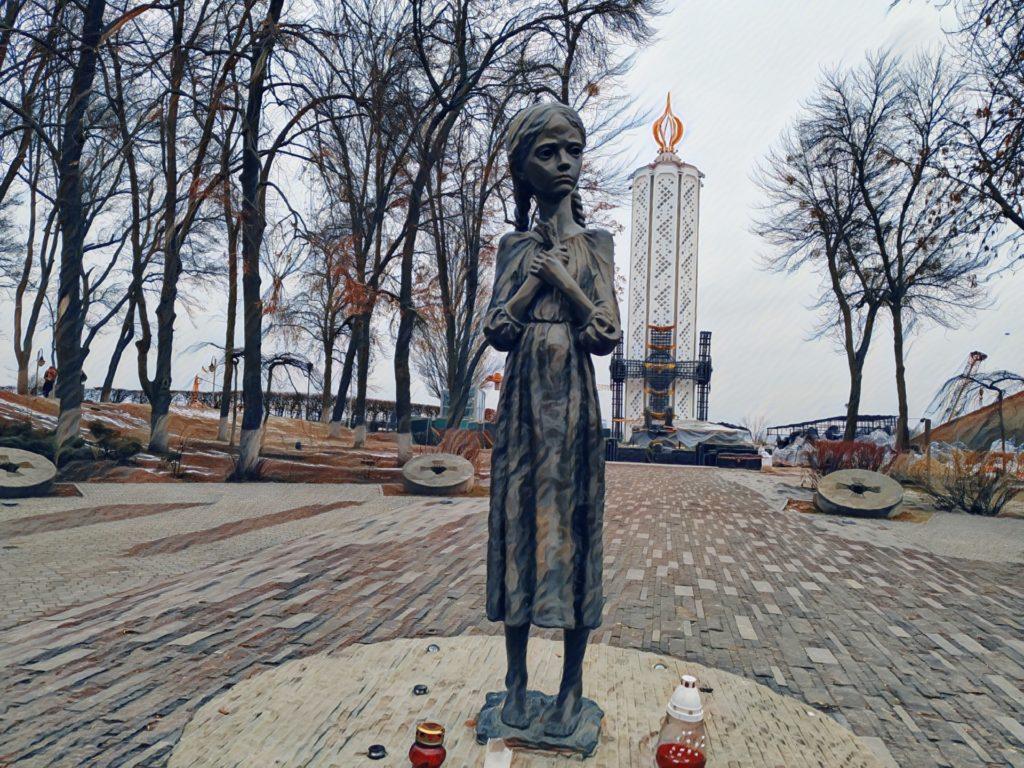 Socha děvčátka s klásky, Kyjev