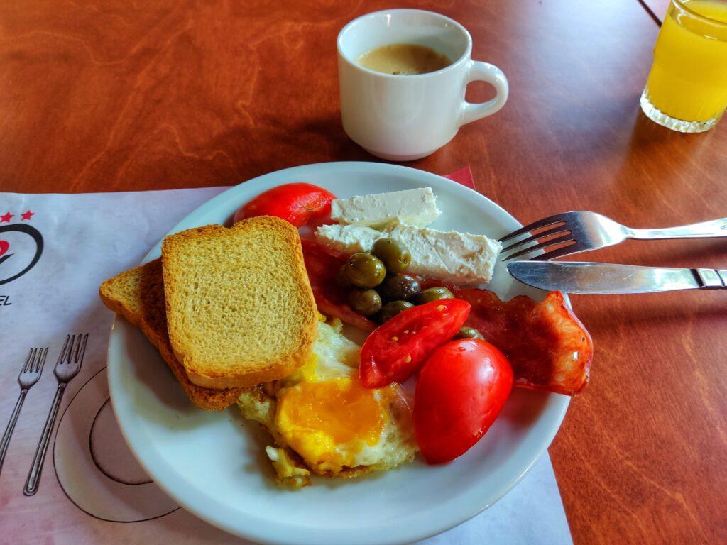 Ukázka snídaně, Despo, Gouves